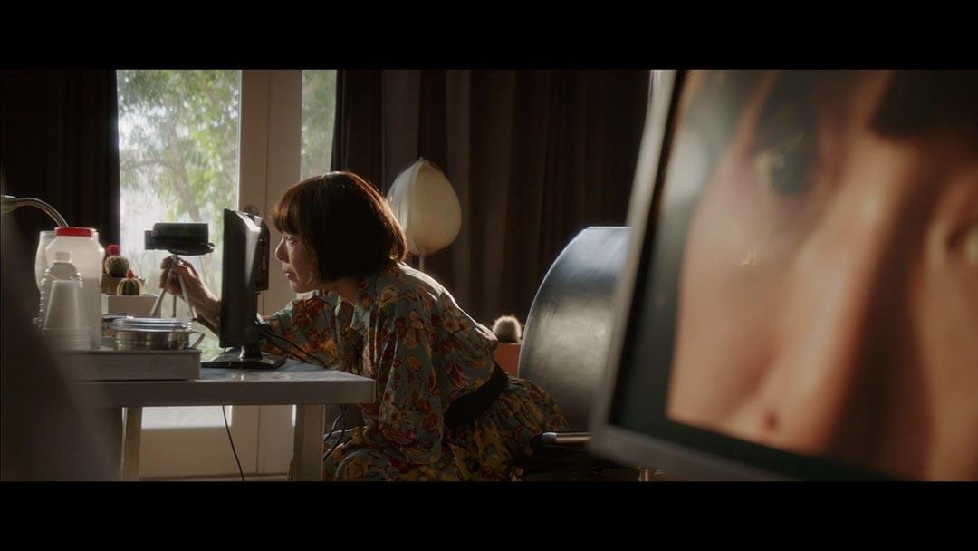 桃井薰執導《火》電影劇照。有心病的女人,只能通過滔滔不絕的自白來回覆記憶和找回自我。