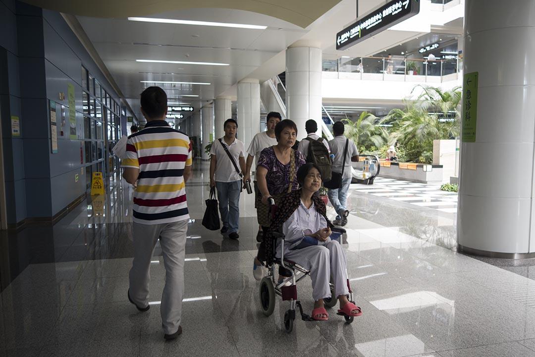 中國深圳一家醫院。攝:羅國輝/端傳媒
