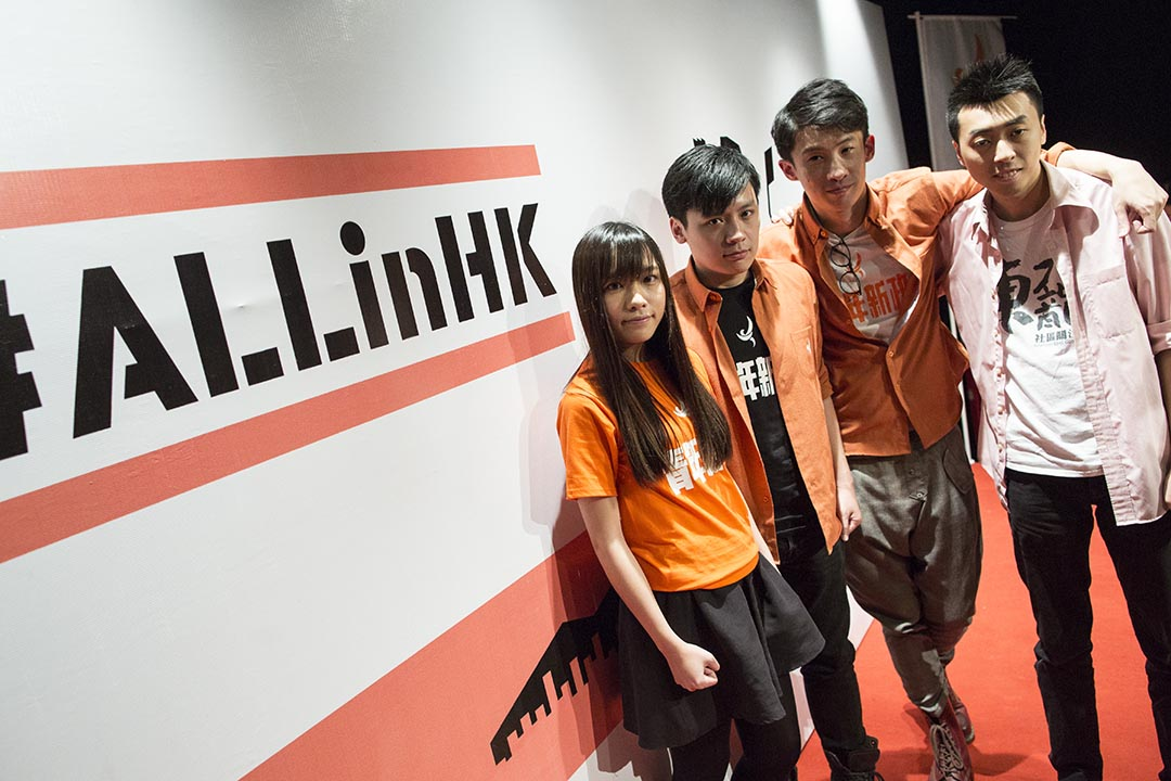 2016年4月10日,青年新政、東九龍社區關注組等6個「傘後組織」宣布組成競選聯盟,並以「香港民族,前途自決」為綱領,參選今年9月的香港立法會選舉。攝:羅國輝/端傳媒