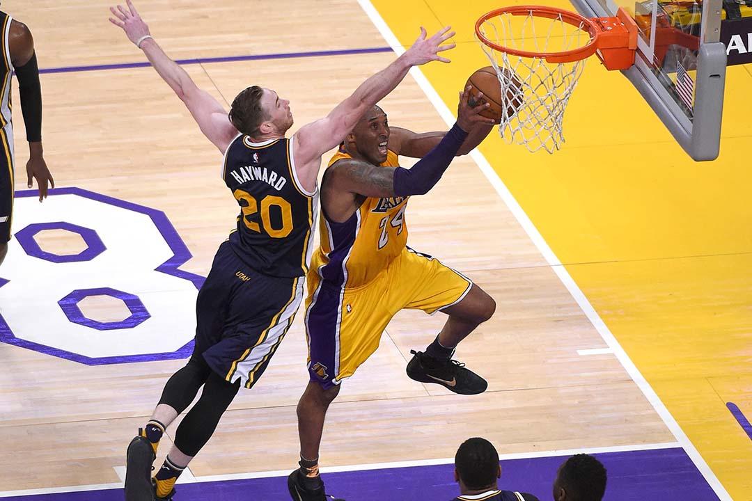 高比拜仁(Kobe Bryant)在告別戰上陣42分鐘並取得60分,協助湖人以101:96反勝爵士,以勝利為自己長達20年的 NBA 生涯劃上句號。攝:Mark J. Terrill/AP