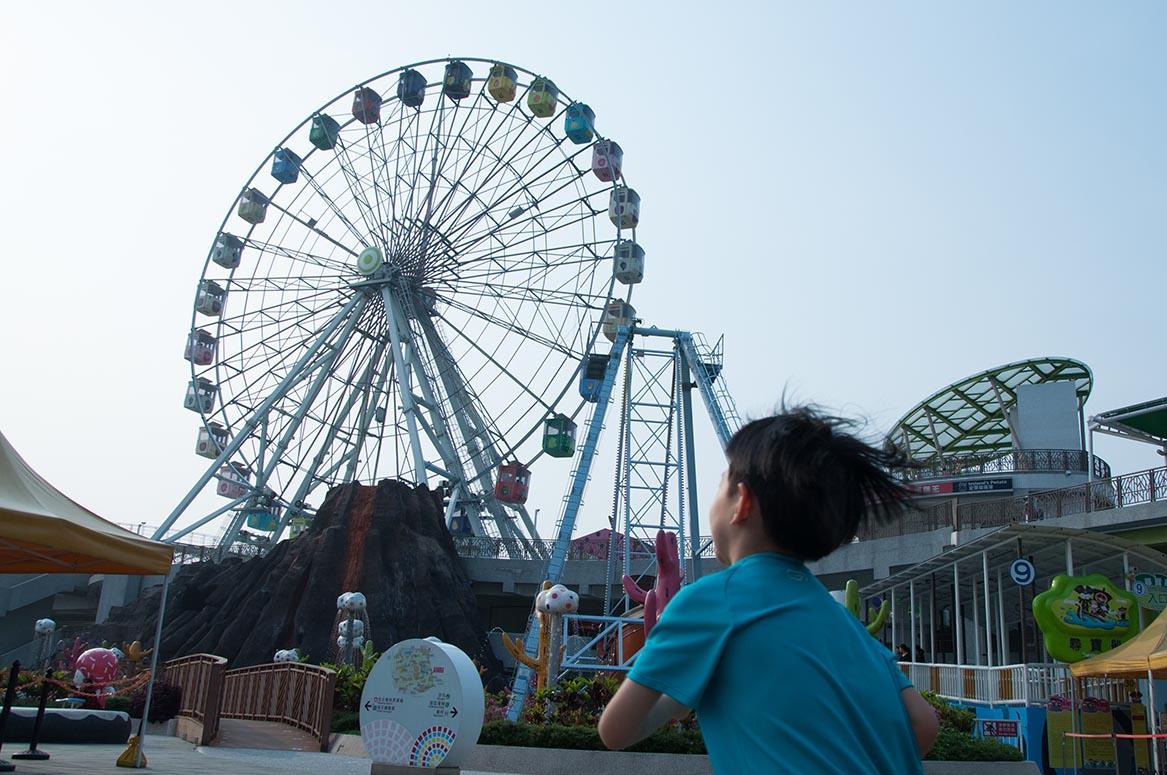 台北市立兒童新樂園目前有兩項遊樂設施可供身障小孩使用,其一是摩天輪。攝:徐翌全/端傳媒