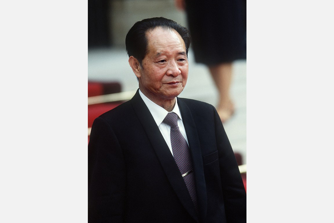 1986年6月16日,中國共產黨中央委員會總書記胡耀邦訪問法國巴黎。攝:PASCAL GEORGE/AFP