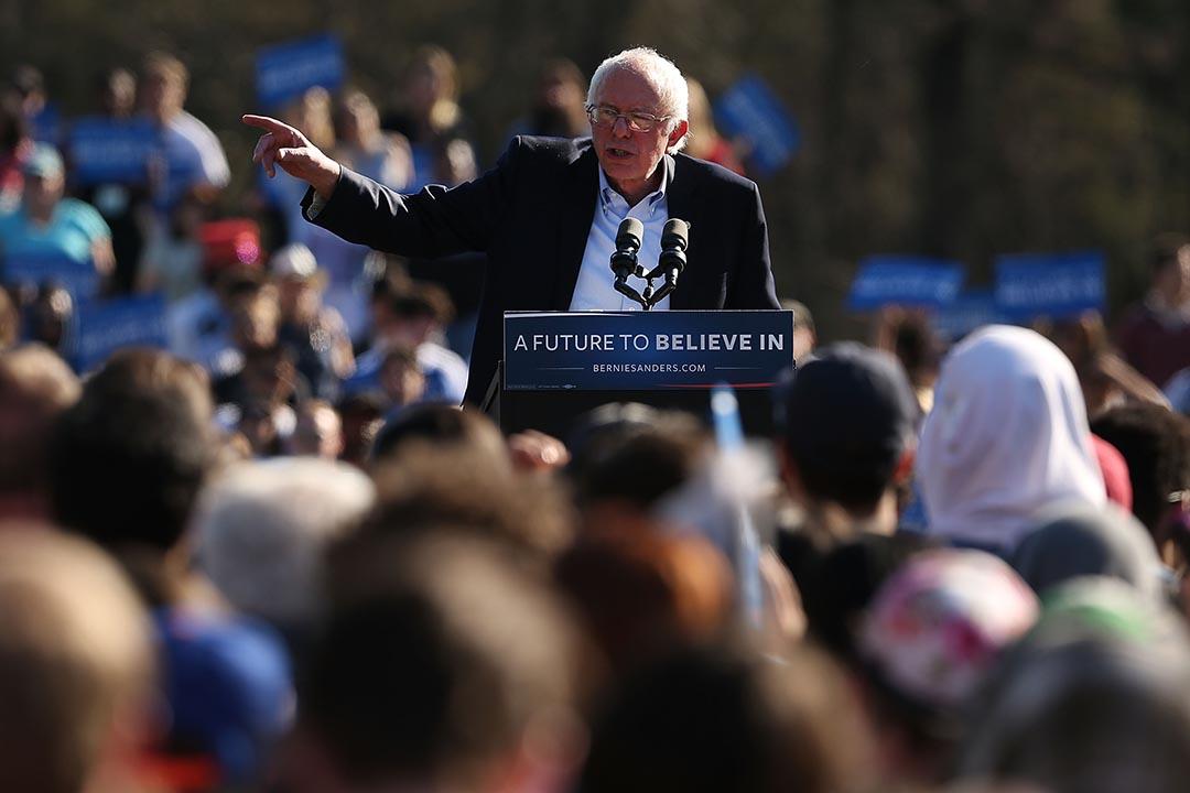 4月17日,美國民主黨總統參選人桑德斯在紐約布魯克林區舉行集會,共有28300人出席,創下了他參選以來集會人數的紀錄。攝 : Spencer Platt/GETTY