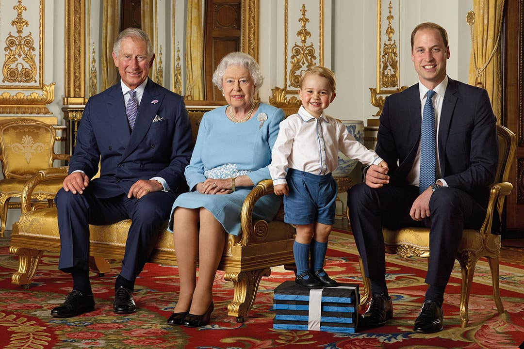2016年4月20日,Royal Mail公佈了皇室最新的一張合照,英國女王伊麗莎白二世與皇室3代繼承人的官方合照。攝:Ranald Mackechnie/Royal Mail/Getty
