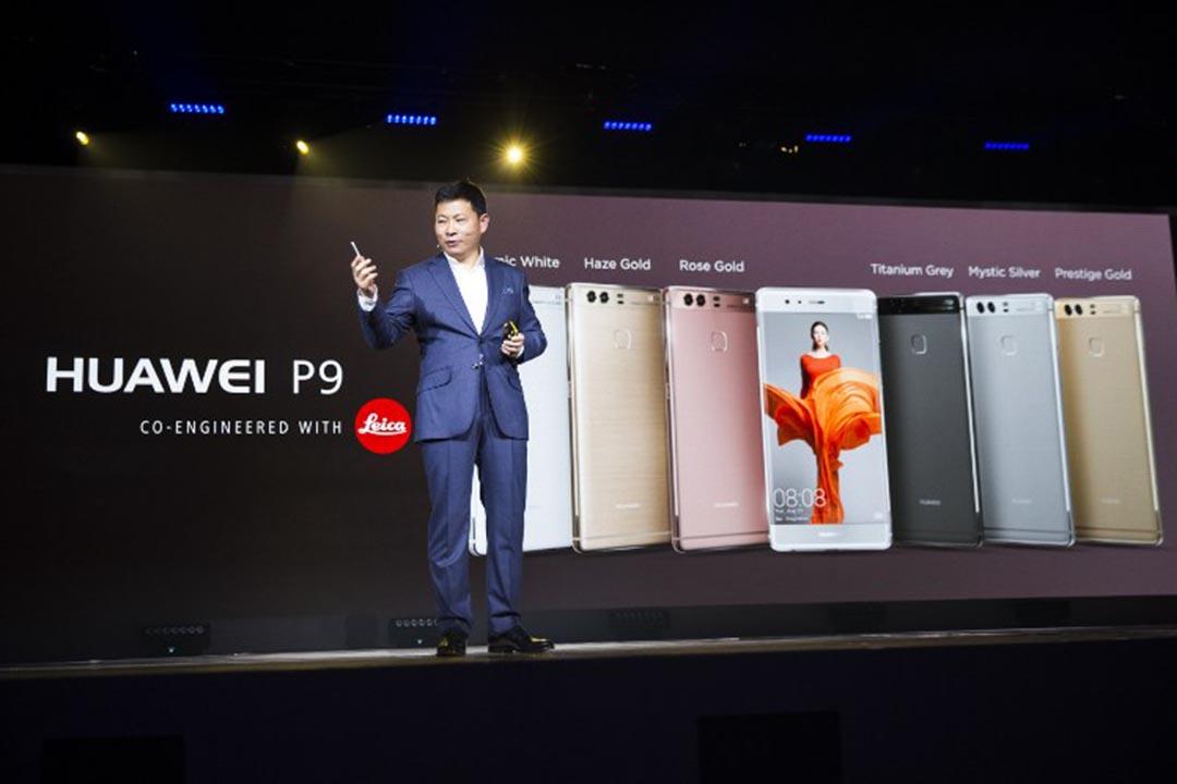 華為在倫敦發布了最新款旗艦智能手機P9。攝:JACK TAYLOR/AFP