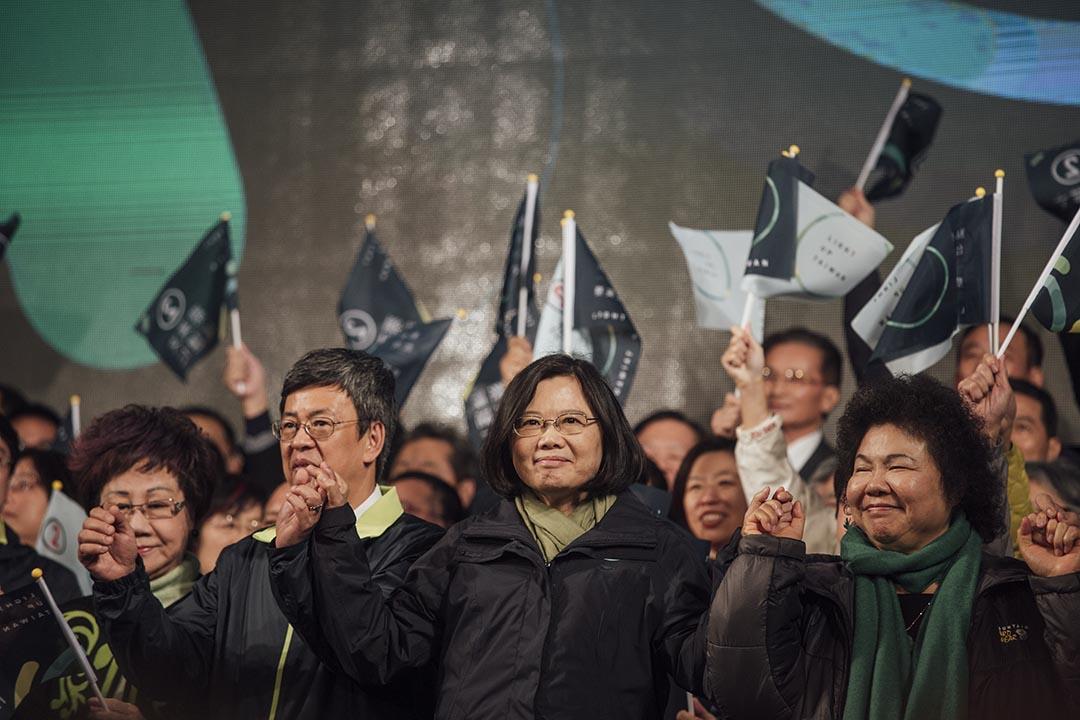 美國《時代》雜誌公布2016年度全球100名最具影響力人物名單,台灣候任總統蔡英文首度上榜。攝 : Anthony Kwan/端傳媒