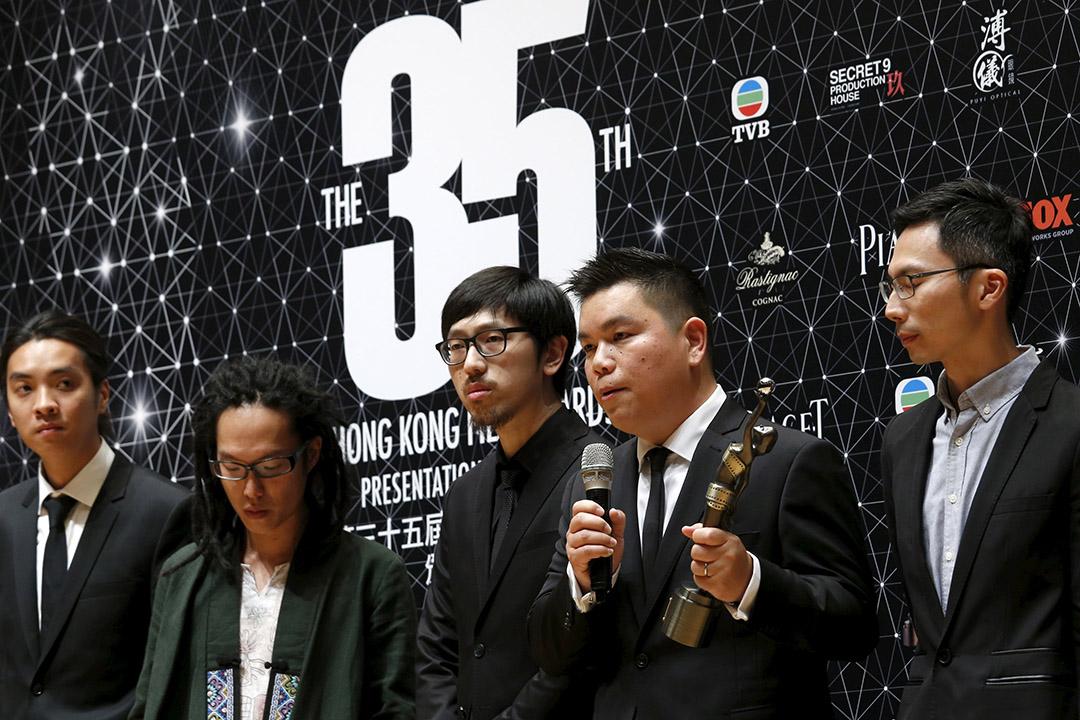 2016年4月3日,電影《十年》奪得第35屆香港電影金像獎的「最佳電影」獎,《十年》監製蔡廉明發表得獎感受。攝:Bobby Yip/REUTERS