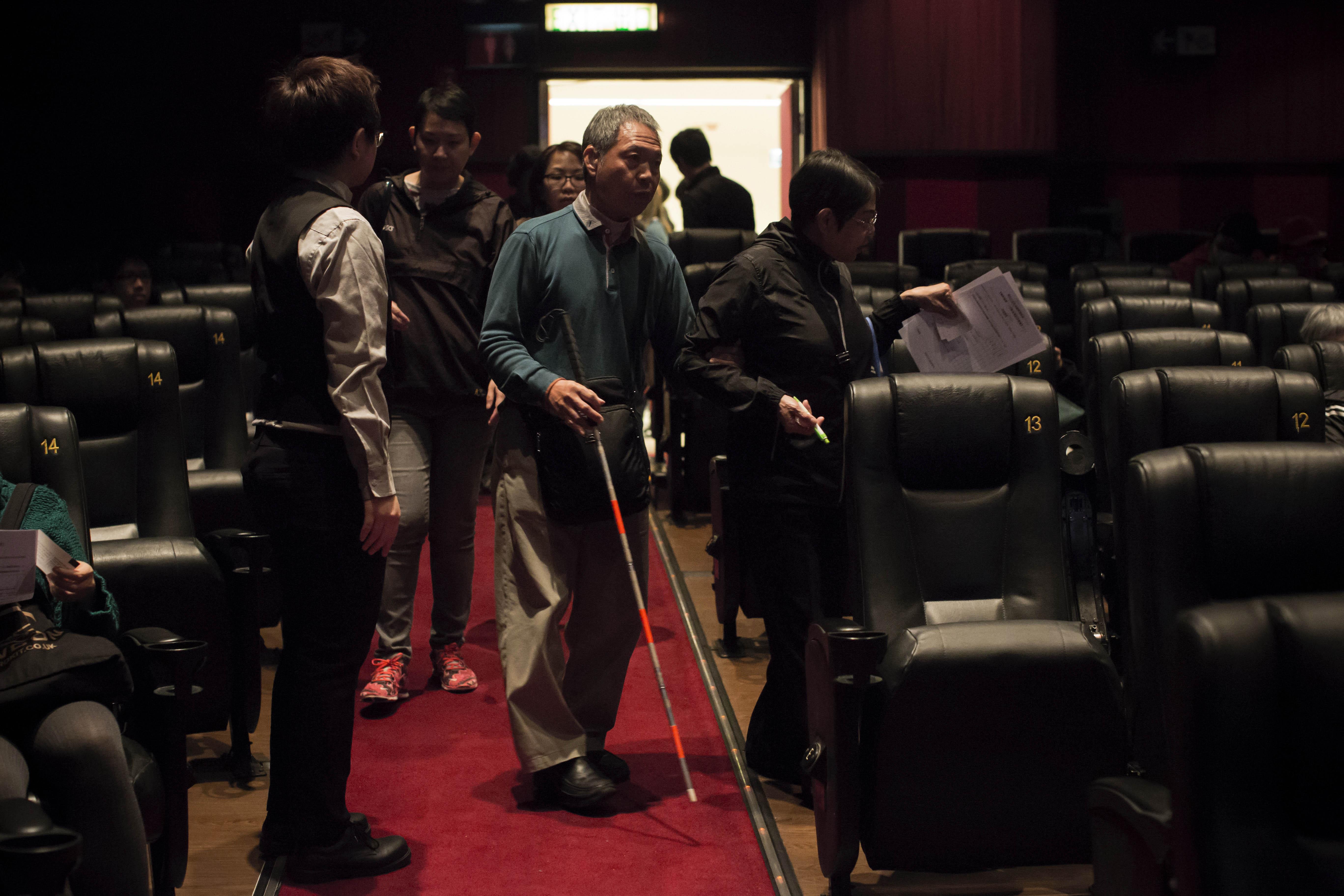 視障人士能夠在普羅大眾的電影院裏欣賞有口述影像服務的電影的機會並不多。攝:羅國輝/端傳媒