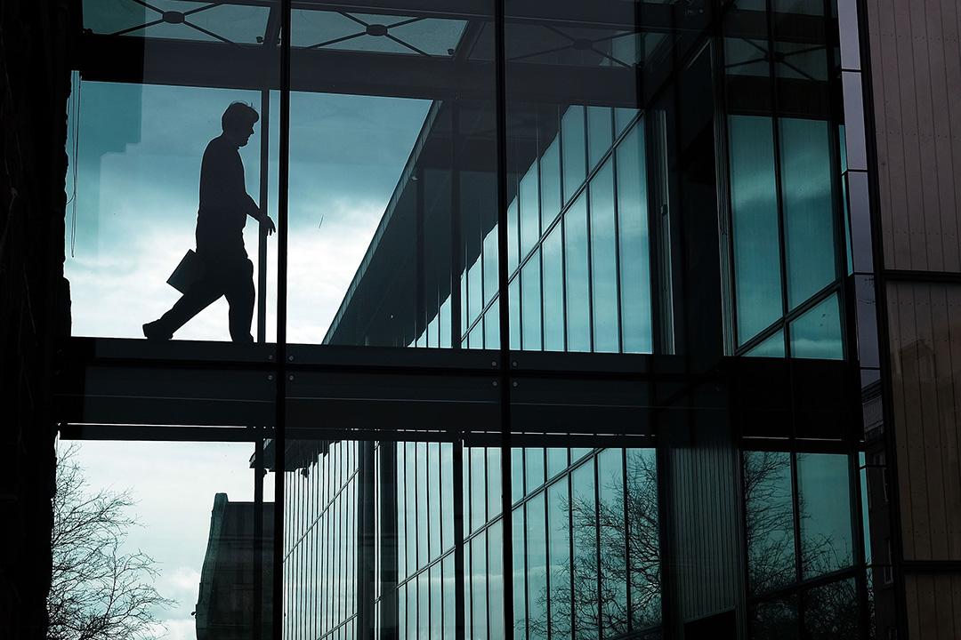 「巴拿馬文件」觸發冰島總理貢勞格松請辭。圖為一名政府職員在冰島雷克雅未克的國會大樓內走過。攝:Spencer Platt/GETTY