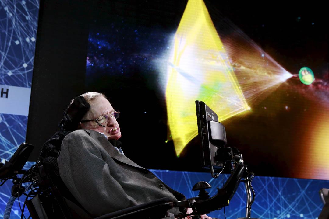 4月12日,英國物理學家霍金(Stephen Hawking)和俄羅斯投資人米爾納(Yuri Milner)在紐約共同宣布一項名為「突破攝星」(Breakthrough Starshot)的太空探索計劃。攝:Lucas Jackson/REUTERS