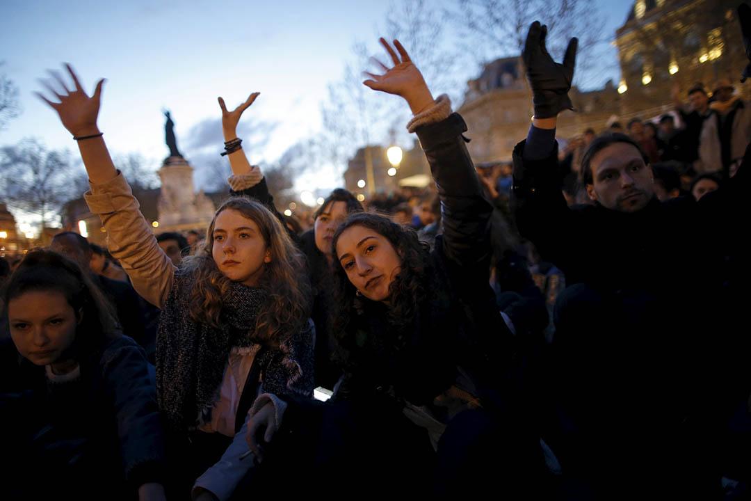 法國巴黎共和廣場,民眾聚集廣場參與「不眠之夜」(Nuit debout)行動。攝:Christian Hartmann /REUTERS