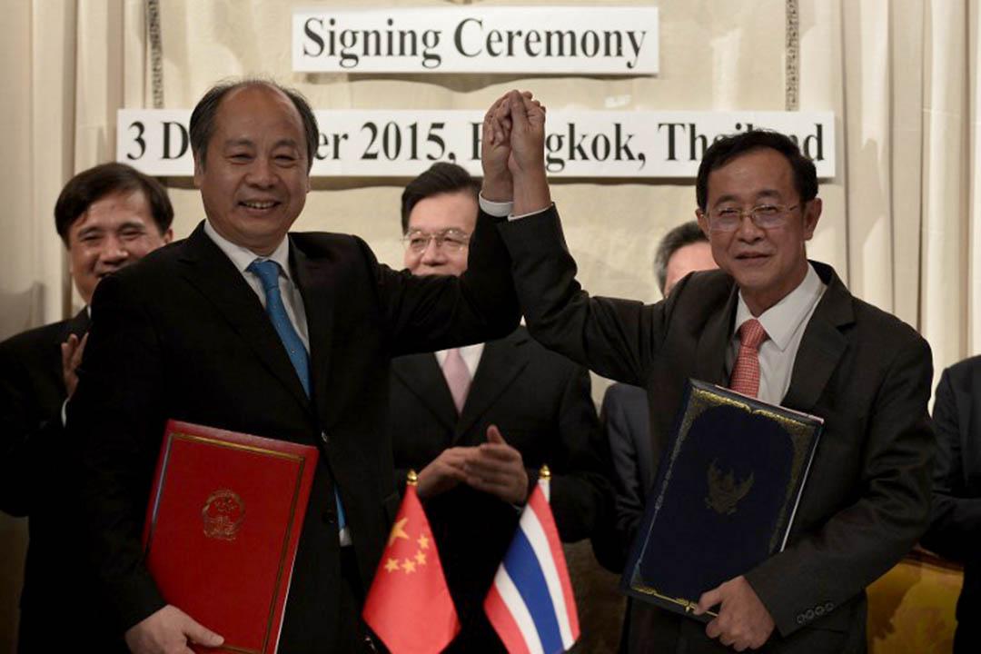 2015年12月3日,中泰雙方代表簽約中泰鐵路合作框架文件儀式。攝:Wasawat Lukharang/NurPhoto