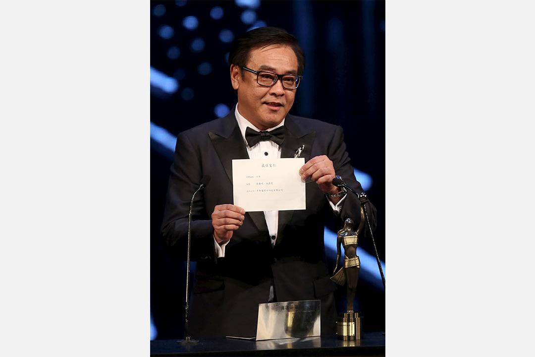 2016年4月3日,第35屆香港電影金像獎主席爾冬陞宣布電影《十年》奪得「最佳電影」獎。攝:Stringer/REUTERS