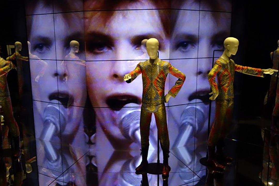 David Bowie在德國柏林馬丁格羅皮烏斯巴烏博物館展覽。攝 : Johannes Eisele/AFP