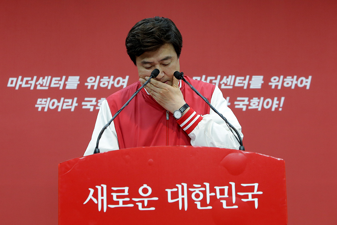 2016年4月13日,南韓首爾,新世界黨選舉部發言人在黨總部的記者會上發言。攝:Chung Sung-Jun/GETTY