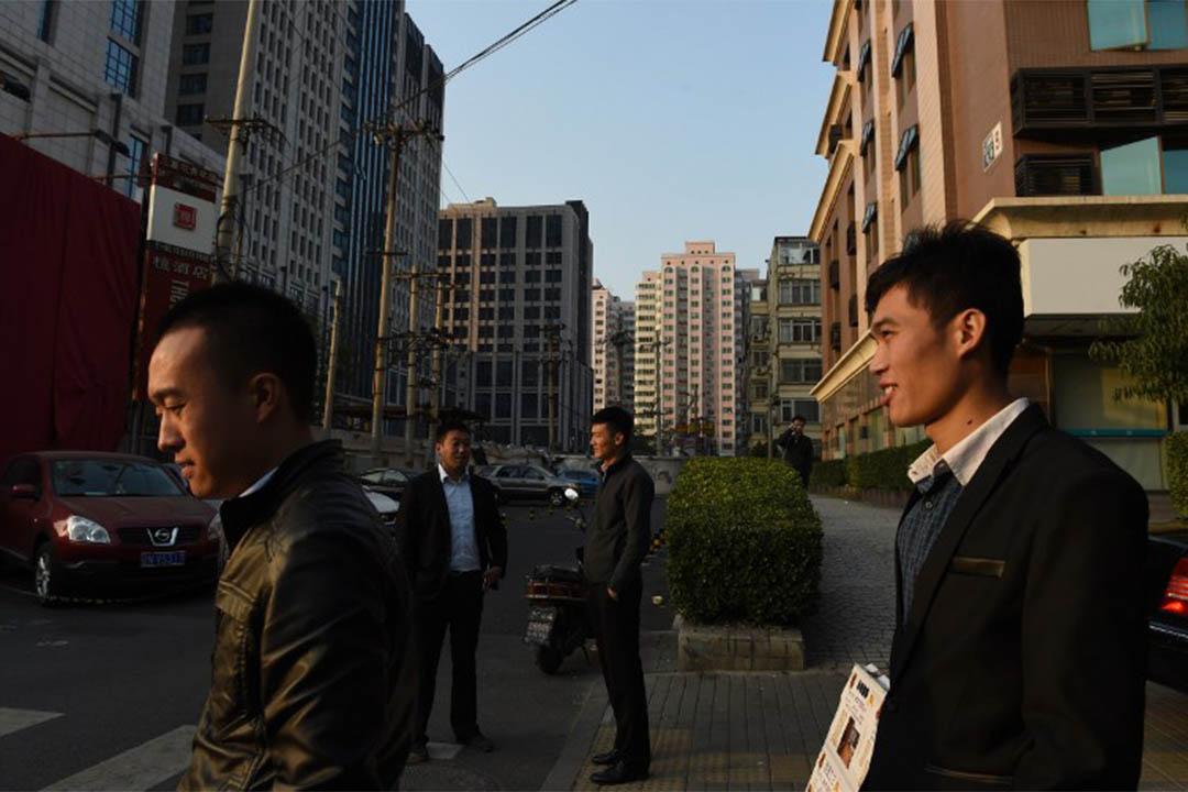 中國各地住房公積金的2015年年度報告近日相繼出爐,多地住房公積金貸款額度吃緊。攝:Greg BAKER / AFP