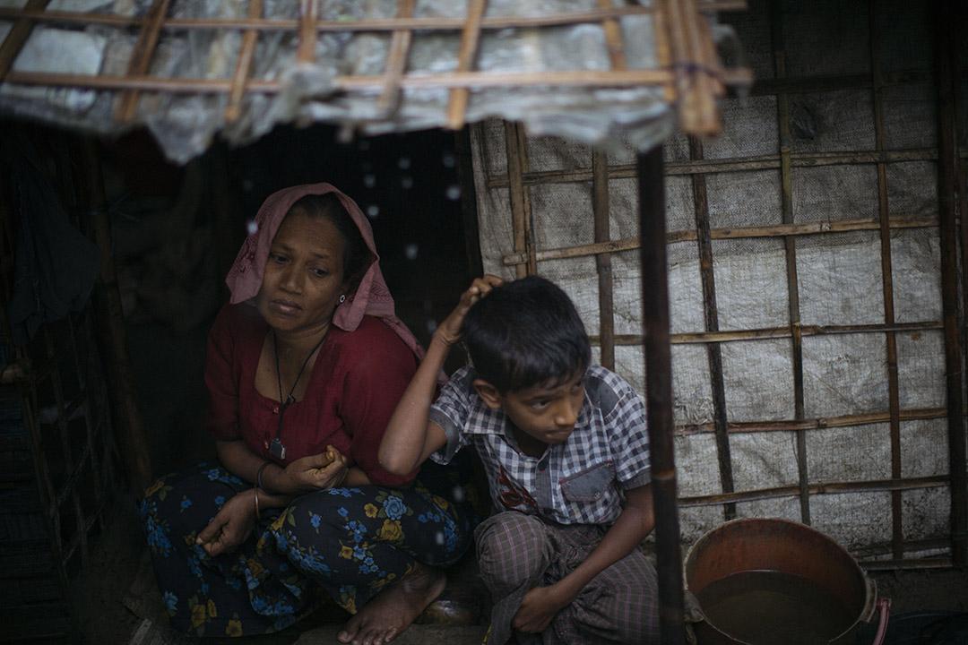 2015年,緬甸若開邦首府實兑的一對母女。