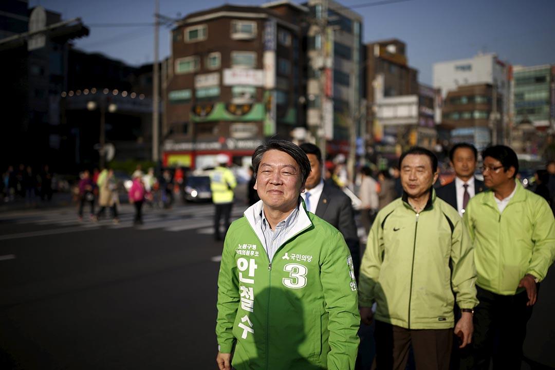 2016年4月11日,韓國首爾,國民之黨主席安哲秀。攝:Kim Hong-Ji/REUTERS