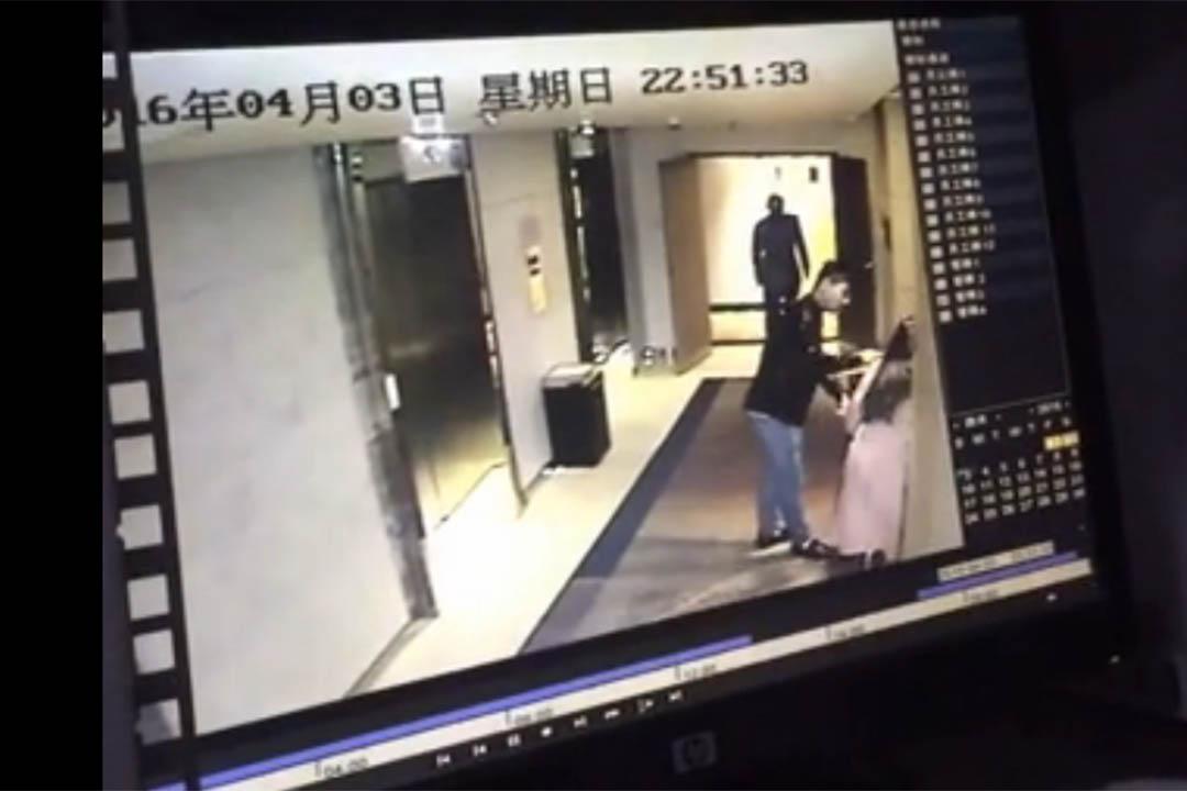 4月5日,一位名為彎彎的網友稱自己3日晚間在北京和頤酒店內遭到陌生男子尾隨及襲擊,懷疑男子要對其進行性侵。當事人彎彎微博上的視频截圖