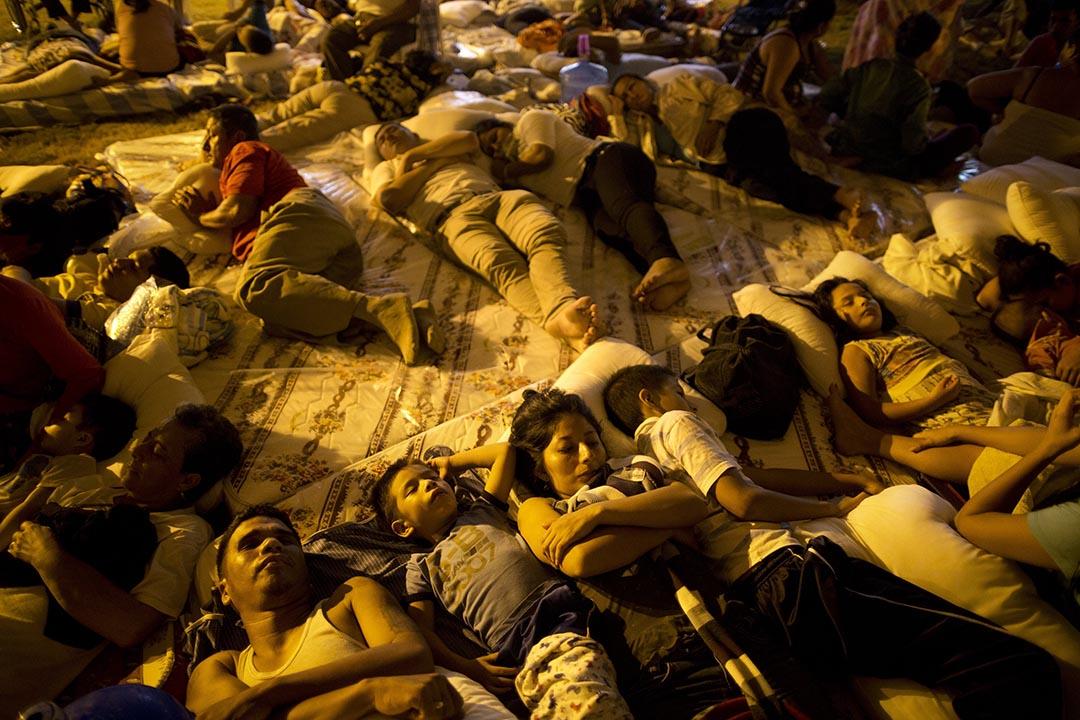 受影響市民在一個臨時避難中心內休息。攝 : Rodrigo Abd/AP