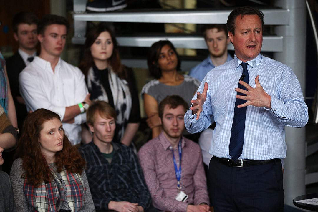 2016年4月7日,英國首相大衛·卡梅倫在埃克塞特大學(University of Exeter)與學生見面。攝:Dan Kitwood-WPA Pool /GETTY