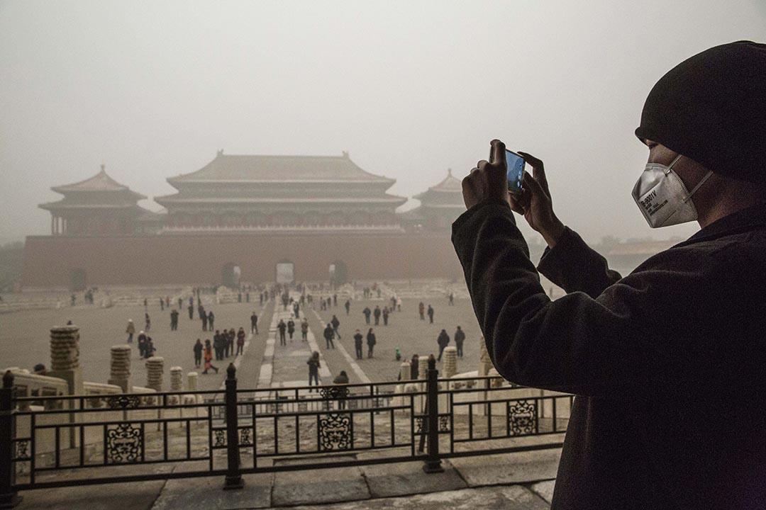 中國內地深受空氣污染困擾,消費者已經不滿足於口罩和空氣淨化器。攝 : Kevin Frayer/GETTY