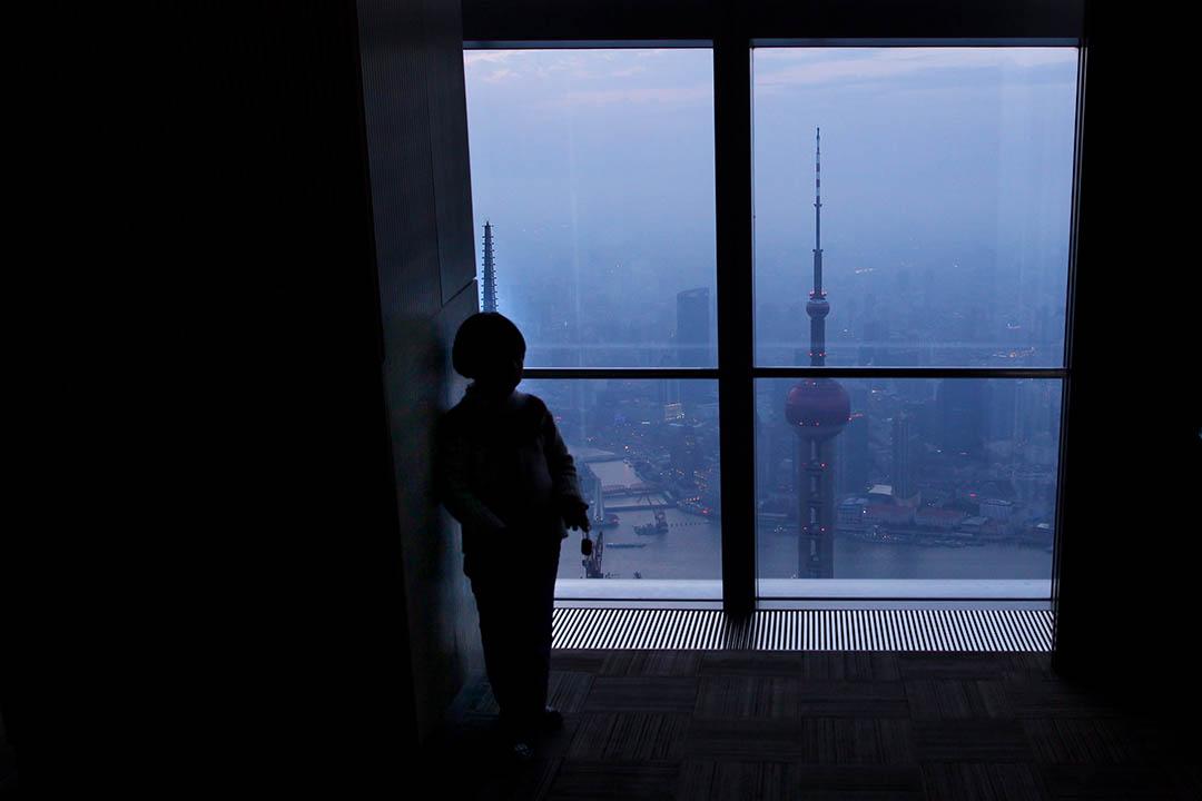 在中國接連出台互聯網金融整治方案後,上海銀監局於4月25日起暫停轄內各商業銀行與上海鏈家房地產、上海太平洋房屋服務等6間房地產中介的業務合作1個月。攝:Feng Li/Getty
