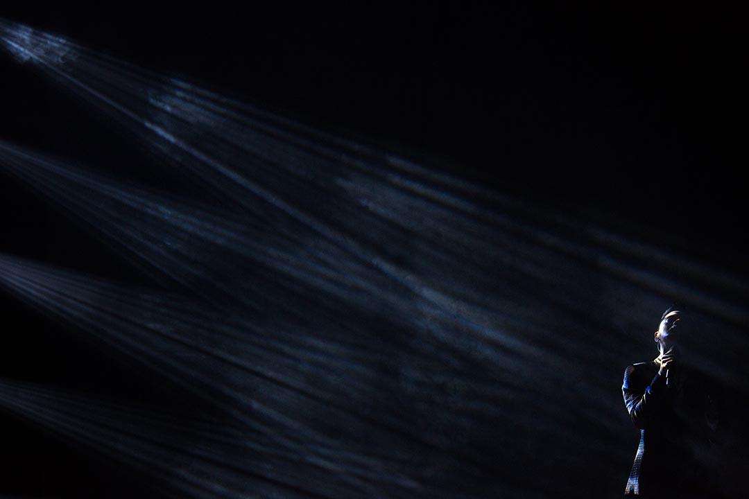 黃耀明在美麗的呼聲聽證會中演出。 攝:盧翊銘/端傳媒