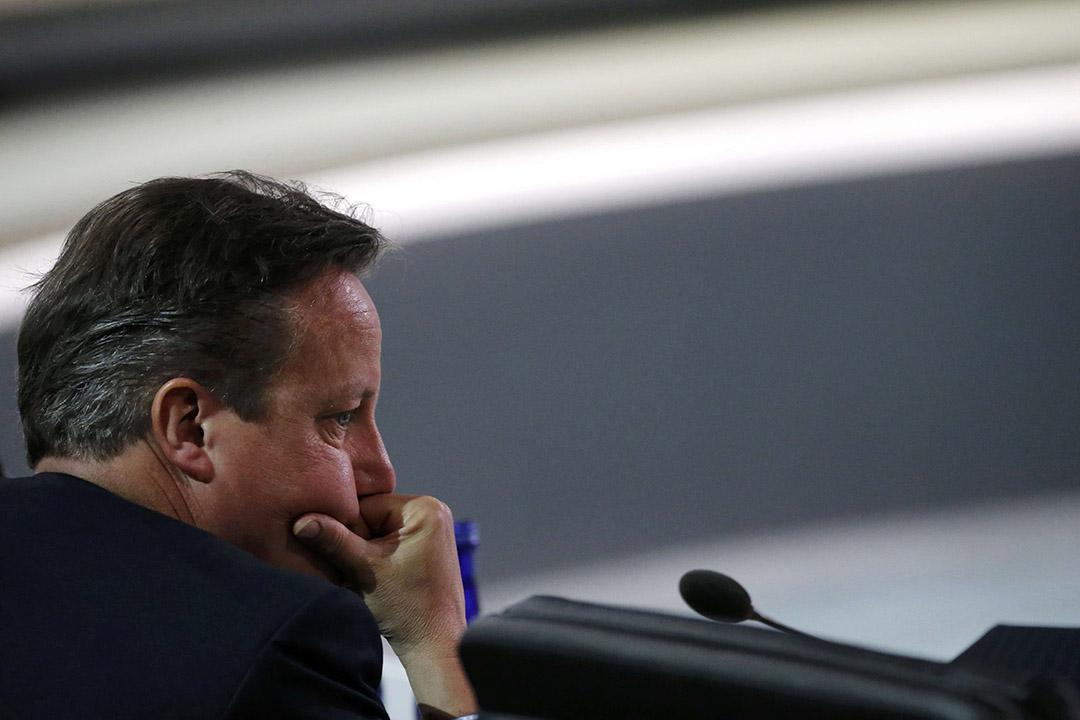 2016年4月1日,美國,英國首相卡梅倫在華盛頓參與核安全峰會時以手託頭。攝:Jonathan Ernst/REUTERS