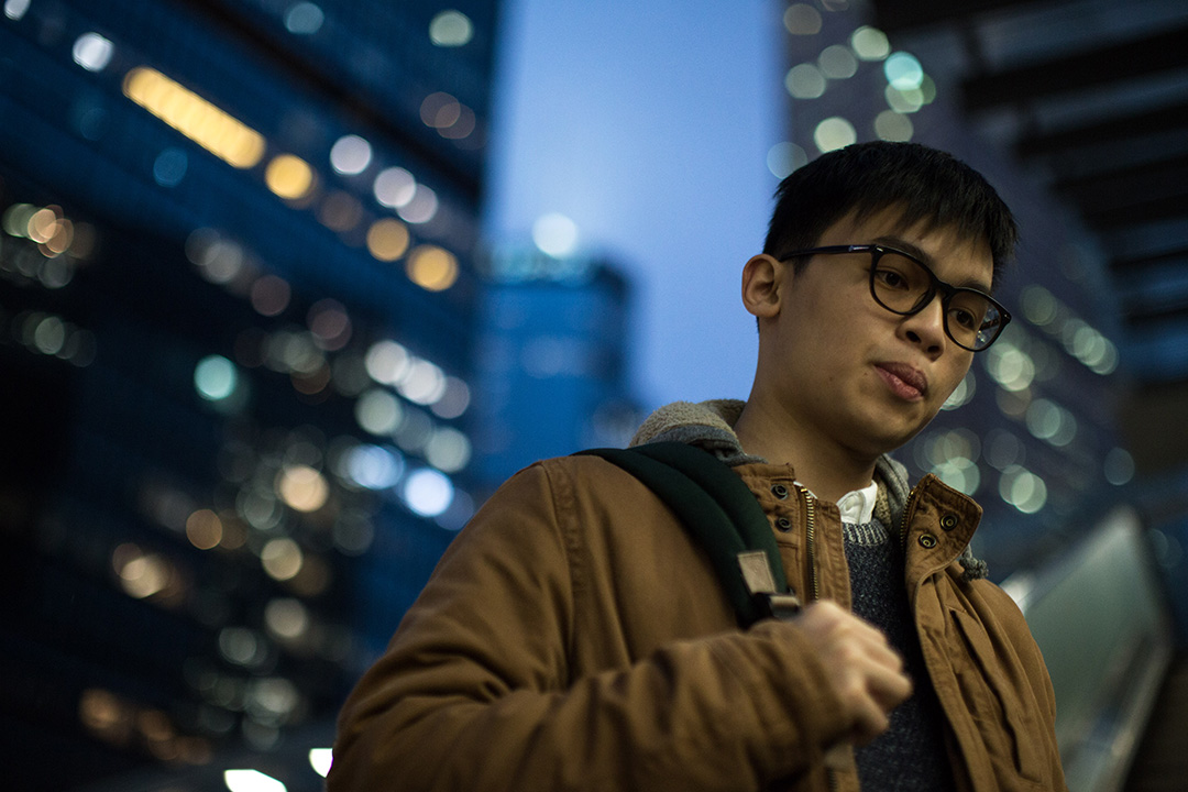 黎汶洛於金鐘添馬公園旁扶手電梯。攝:盧翊銘/端傳媒