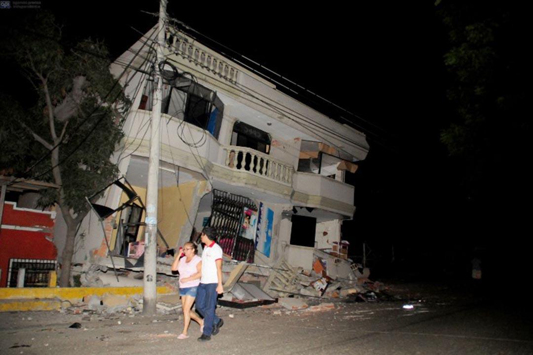 厄瓜多爾地震中毀壞的樓房。攝:ARIEL OCHOA/AFP