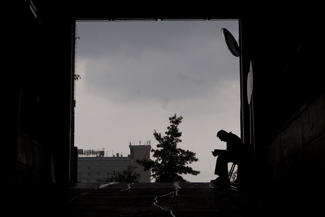 英國研究人員通過數據分析發現,孤獨可使人增加患冠心病或中風的風險。攝:Mitchell Leff/Getty