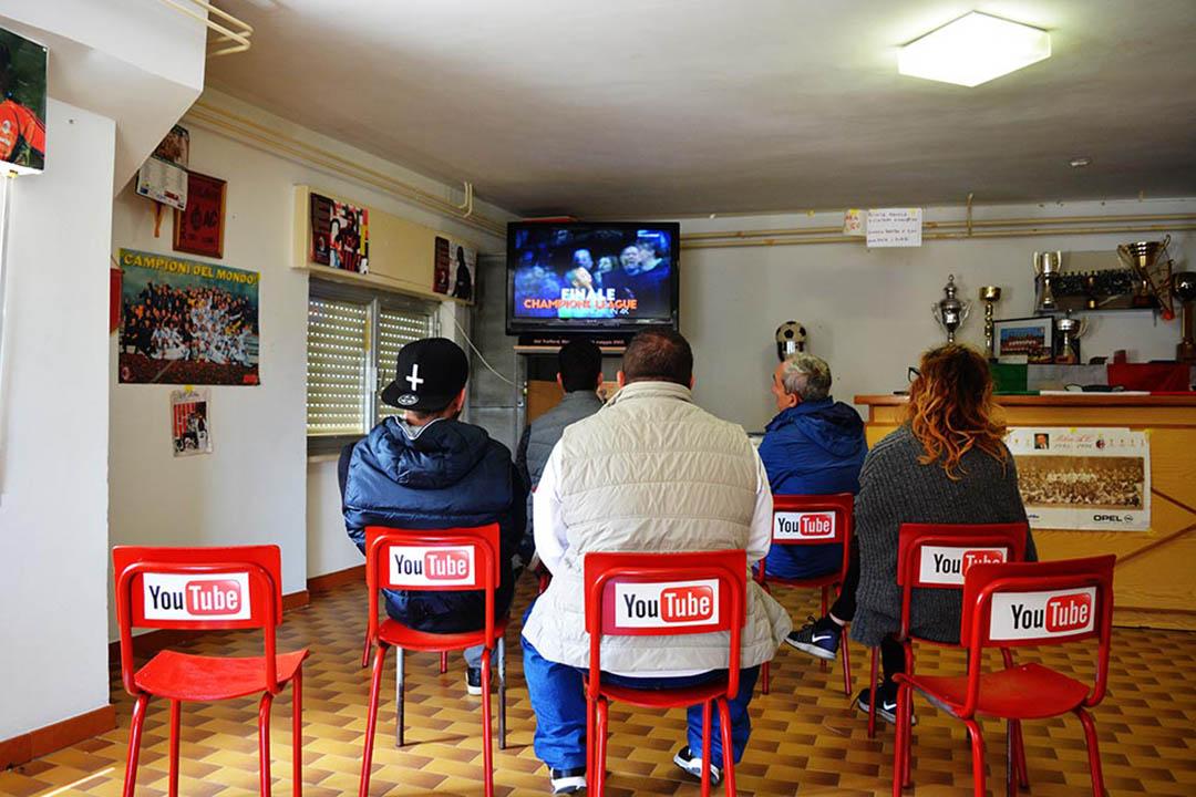 意大利藝術家 Biancoshock 將最受歡迎的網站、社交媒體、應用軟件與 Civitacampomarano 村村民日常生活中經常使用的場所一一對應,把虛擬服務具象化。攝:BIANCOSHOCK