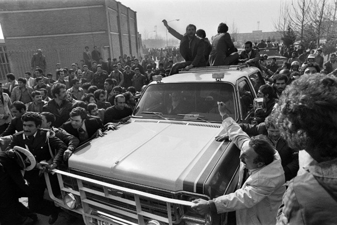 1979年2月1日,伊朗宗教領袖霍梅尼在外流亡15年後回到德黑蘭,受到數百萬伊朗人的歡迎。