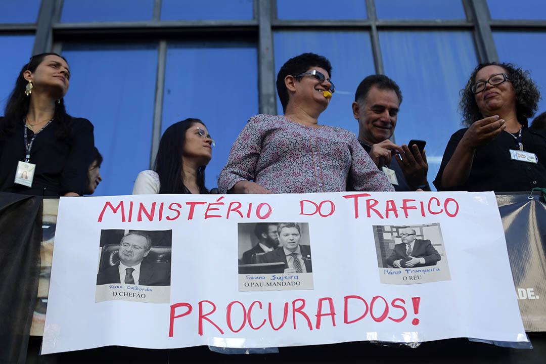 2016年5月30日,巴西巴西利亞,反貪部職員抗議,要求法比亞諾·西爾韋拉(Fabiano Silveira)辭職。