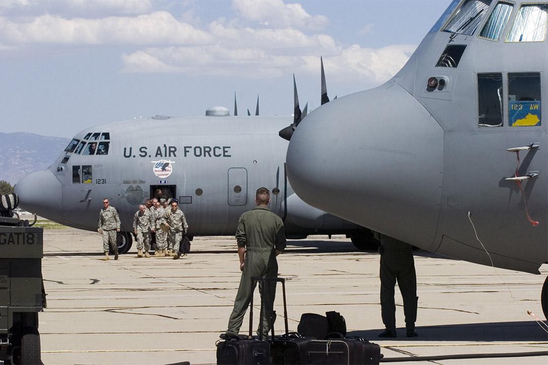 美國擁有數量充足的二手裝備,經常以低價出售或贈送給其他國家。圖為美軍的C-130運輸機。