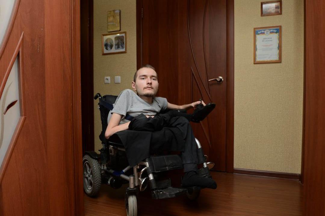 患有脊髓性肌肉萎縮症的俄羅斯人斯皮里多諾夫(Valery Spiridonov)。攝:Kirill Kallinikov / RIA Novosti