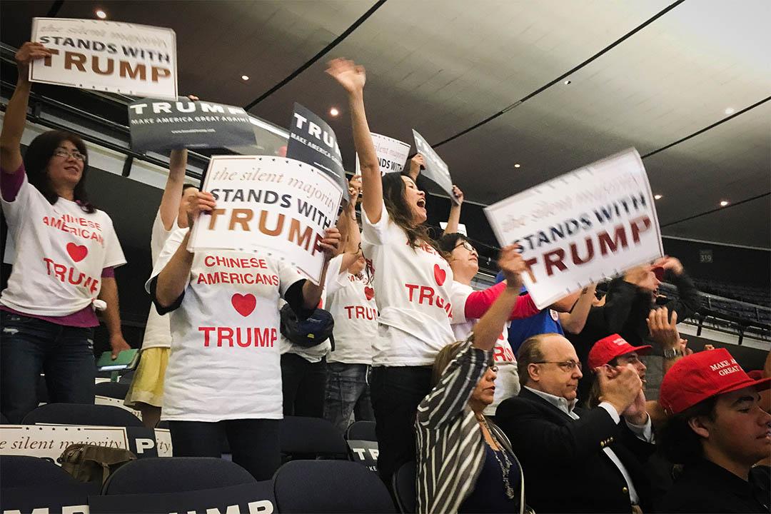 2016年5月25日,加利福尼亞州安納海姆,一群華裔人士手持標語支持特朗普。