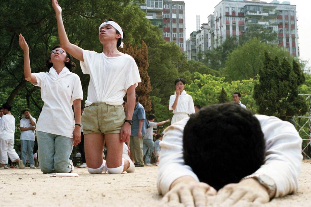 八九年七月十六日維園「民主藝墟」上,進念的「苦行」其實是八月在日本演  出的《百年之孤寂第五年——最後光景》。