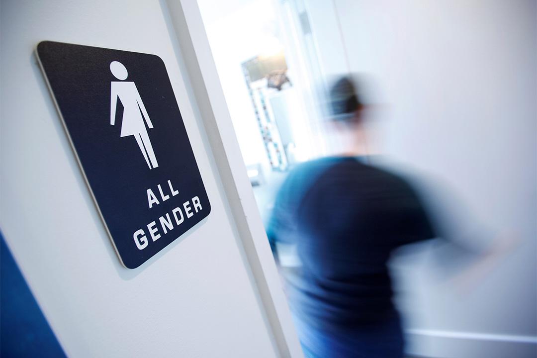 美國十一個州反對跨性別者如廁權,控告聯邦政府。圖為北卡羅萊納州一間咖啡店內的跨性別洗手間。