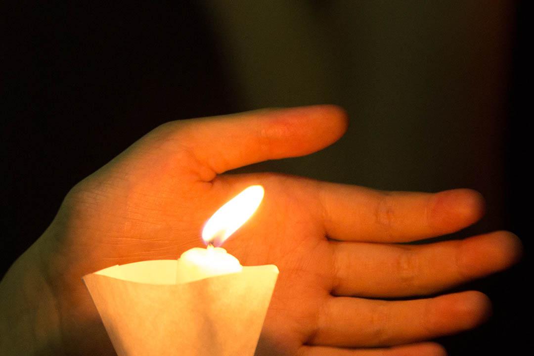 2015年6月4日 , 港大學生會在港大中山廣場舉行悼念六四晚會。