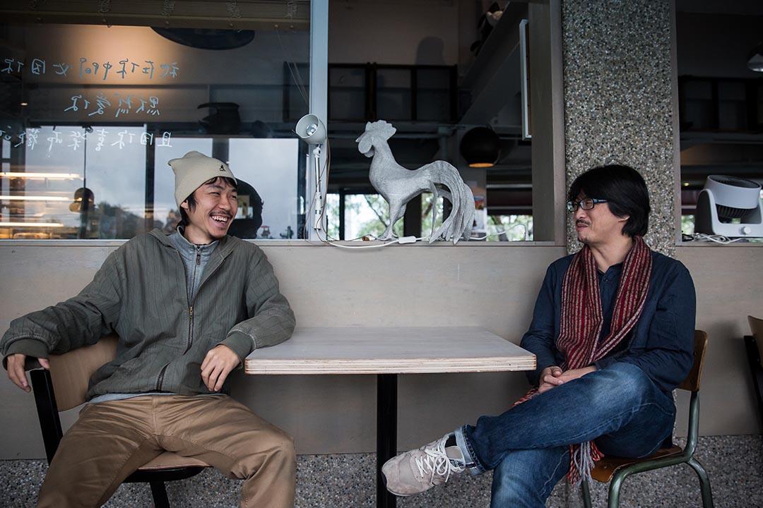 蔡英文背後的攝影師:林政億(左)與林育良(右)。