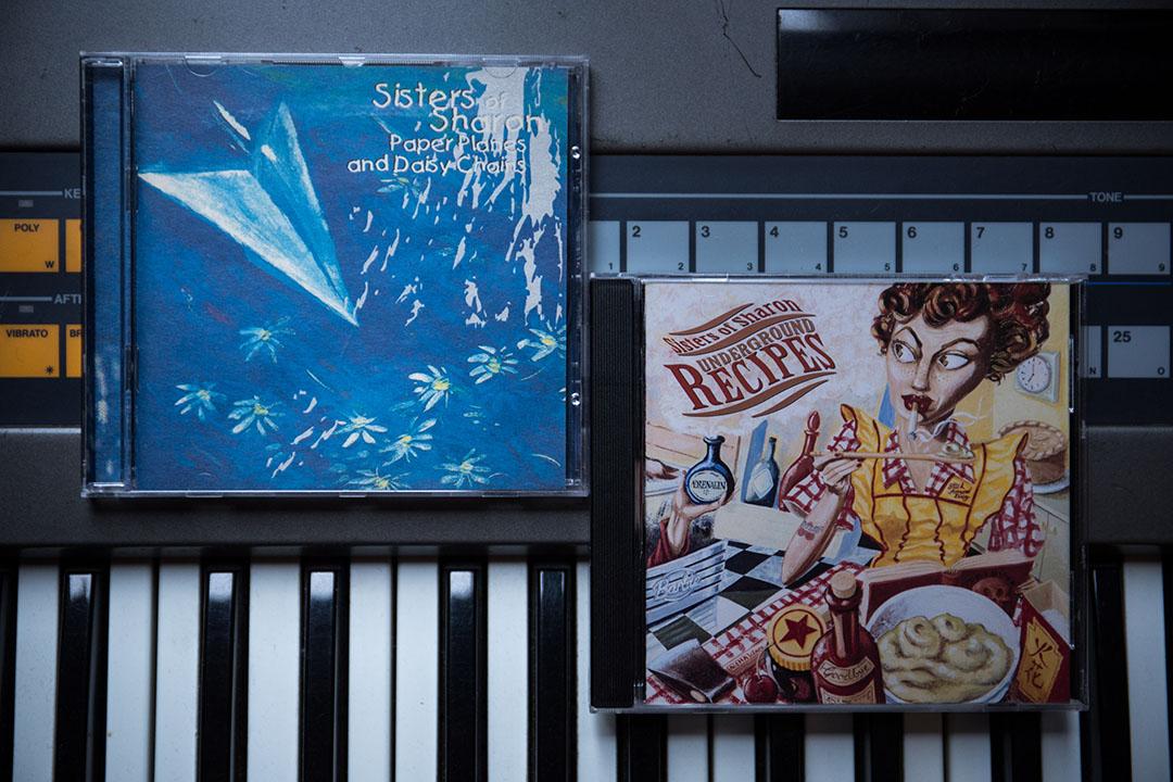 Sisters of Sharon 出版過兩張 CD 專輯《Paper Planes & Daisy Chains》和《Underground Recipes》。