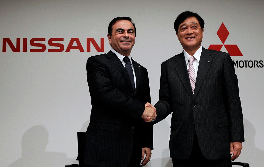 日產汽車考慮收購三菱汽車三分之一股份。圖為2010年日產汽車與三菱汽車於東京舉行聯合新聞發布會。