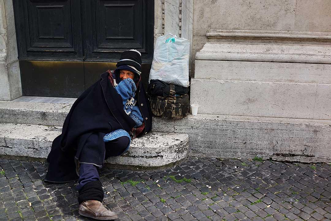 意大利最高法院近日判決,為了生存而在超市偷食物的 Roman Ostriakov 不構成犯罪。攝:Spencer Platt/GETTY