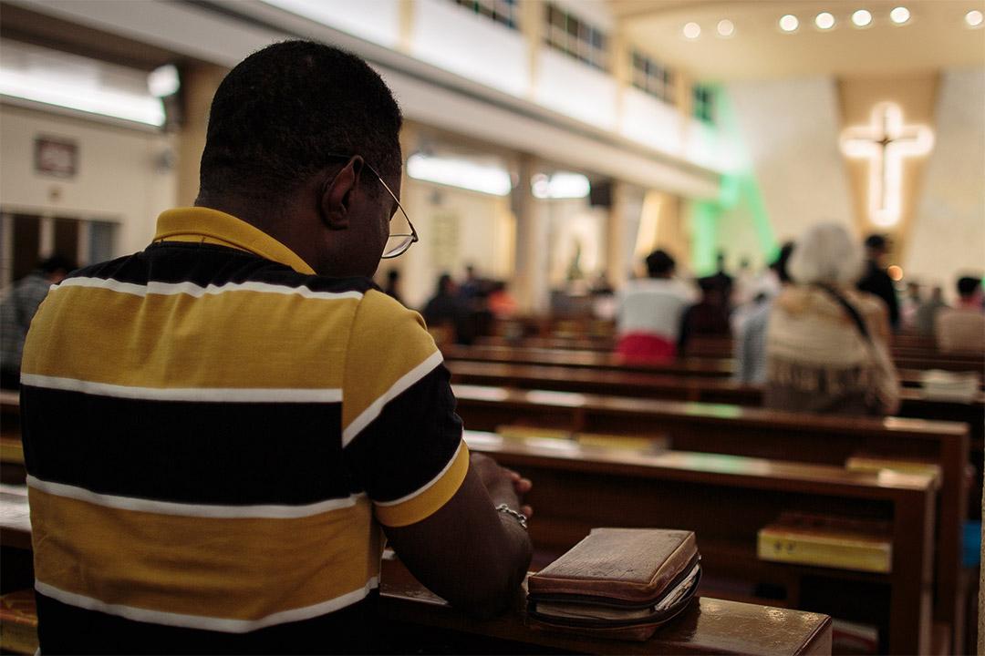 Ayodele在西灣河一座教堂參加彌撒。