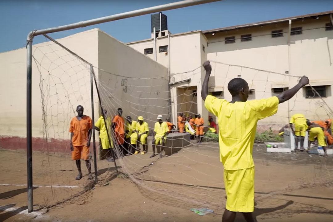 一條關於烏干達監獄足球聯賽的紀錄片。