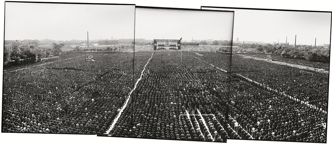 1976年9月18日,哈爾濱人民體育場 ,黑龍江省暨哈爾濱市50萬群眾悼念毛主席逝世。