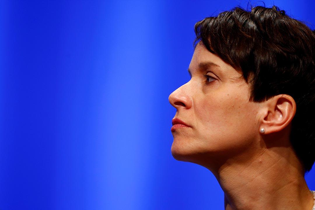 德國另類選擇黨(AfD)黨主席佩特里(Frauke Petry)曾敦促德國政府授權警察在必要時開槍阻截難民湧入,言論惹起爭議。攝 : Wolfgang Rattay/REUTERS