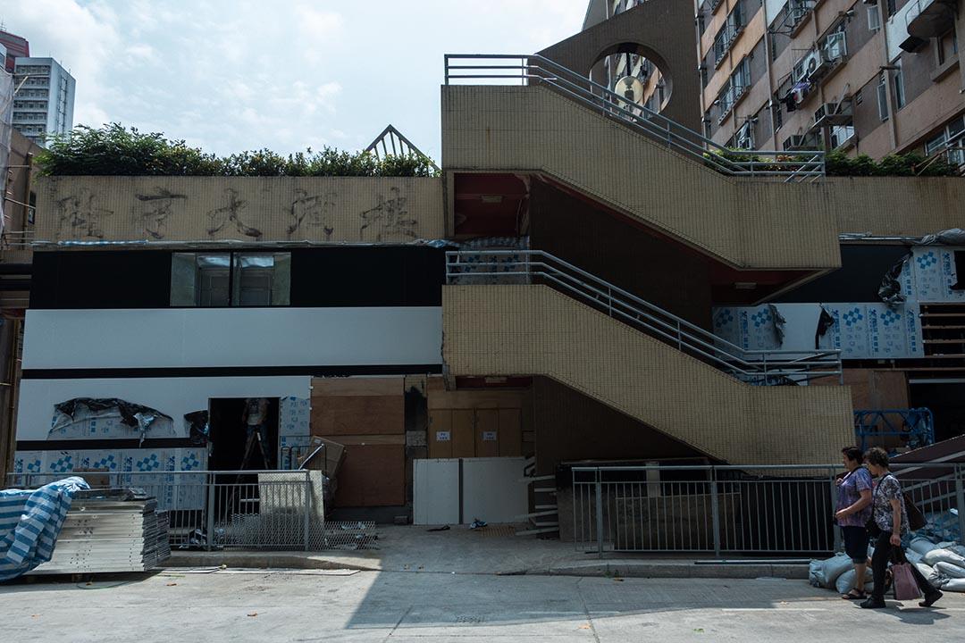 關閉了的隆亨街市將進行為期約3個月的翻新工程。攝:盧翊銘/端傳媒